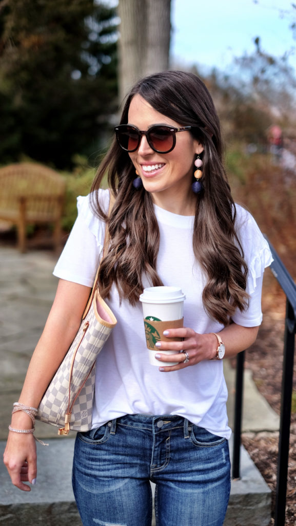 casual weekend outfit basic white tee