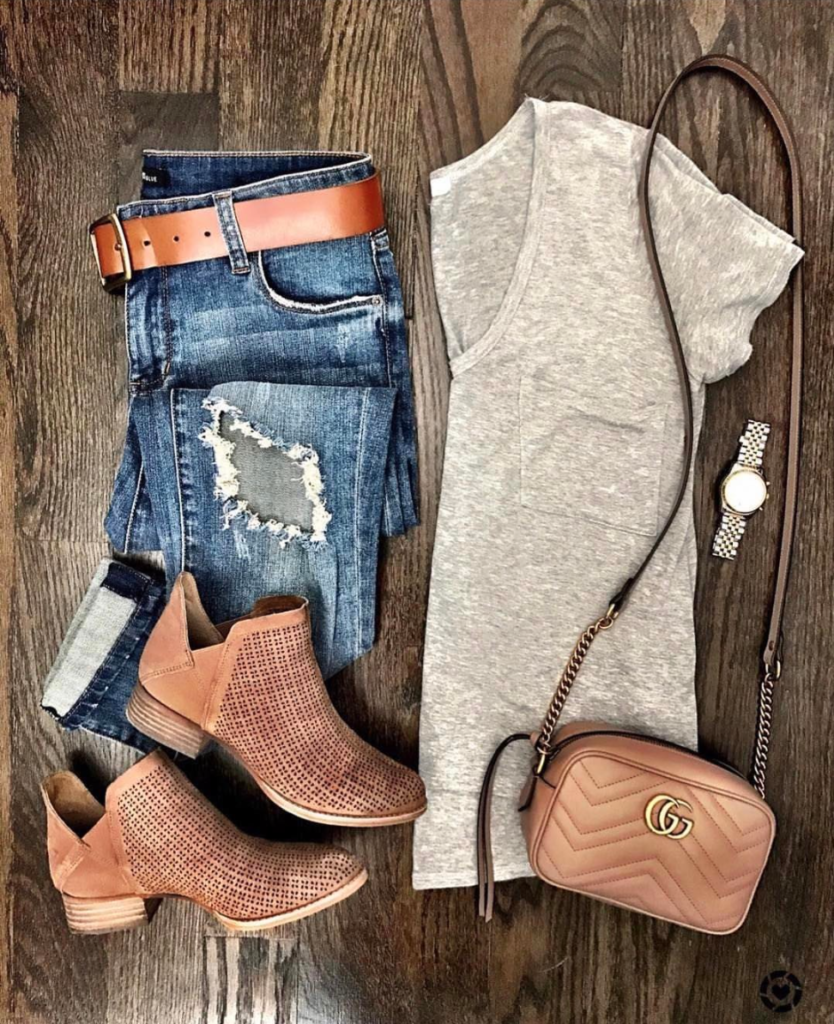 gray tee and boyfriend jeans outfit