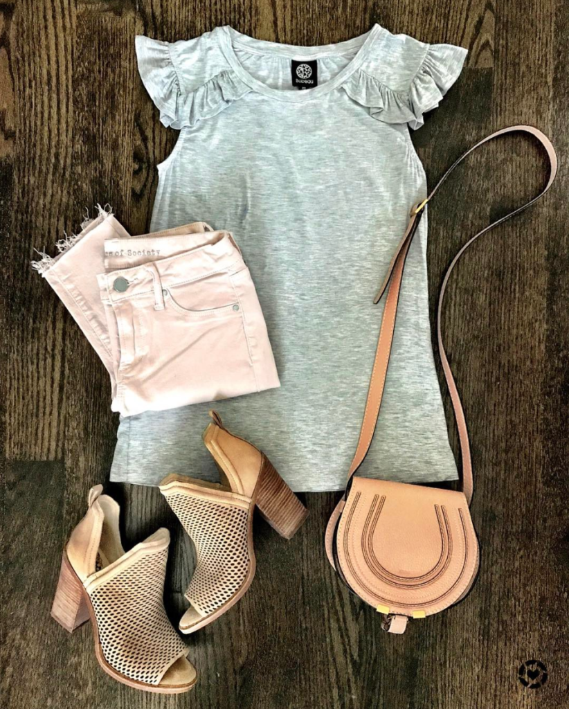 gray flutter sleeve tee and pink jeans
