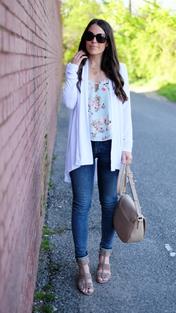 white cardigan and jeans outfit